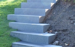 Blockstufe Granit grau