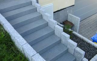 Blockstufen Granit anthrazit, Palisaden Granit grau