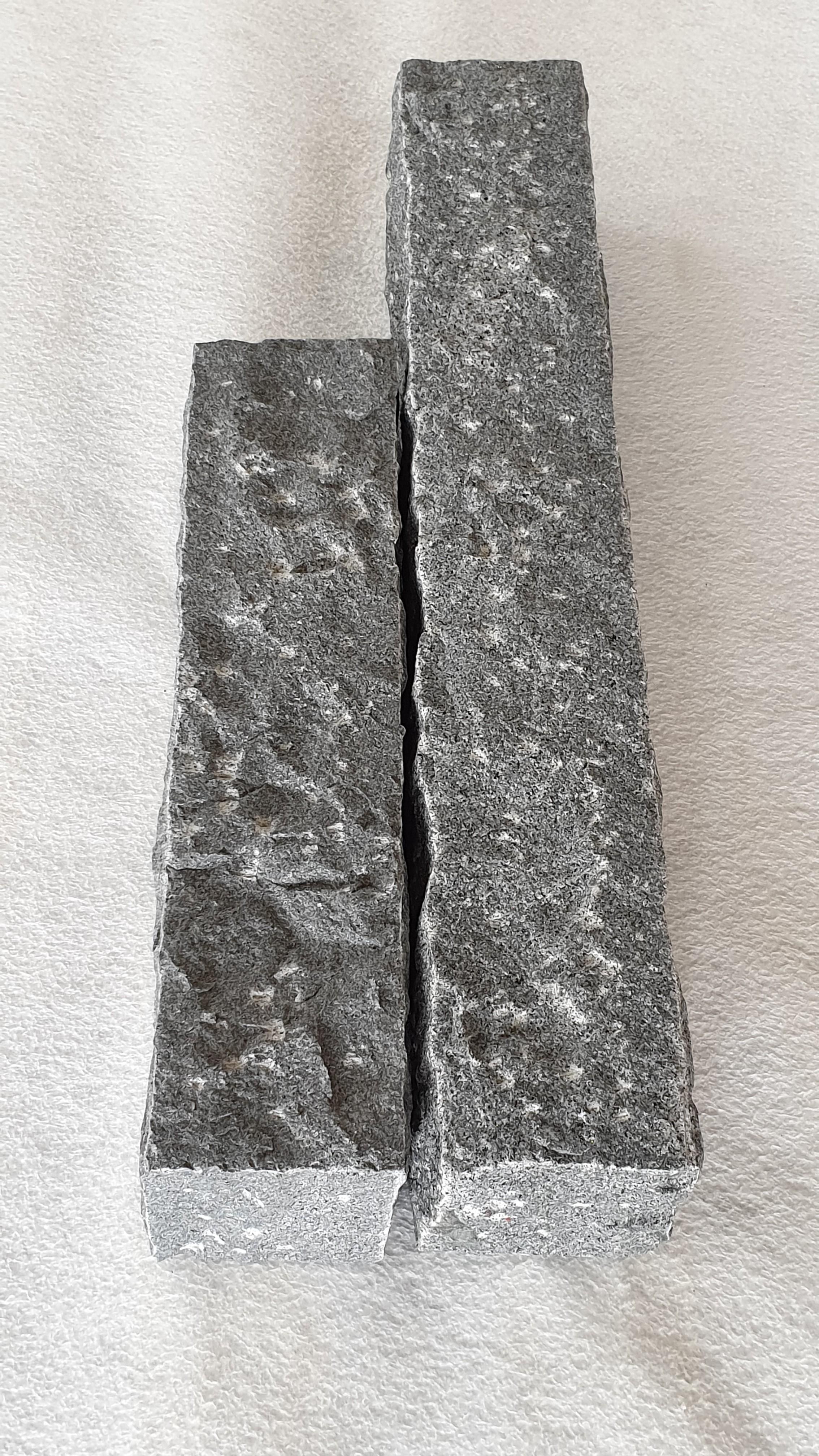 Palisaden Granit Anthrazit 12x12 gespitzt